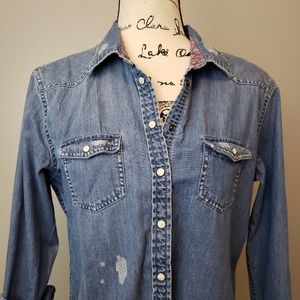 American Eagle Distressed Chambray Denim Snap L